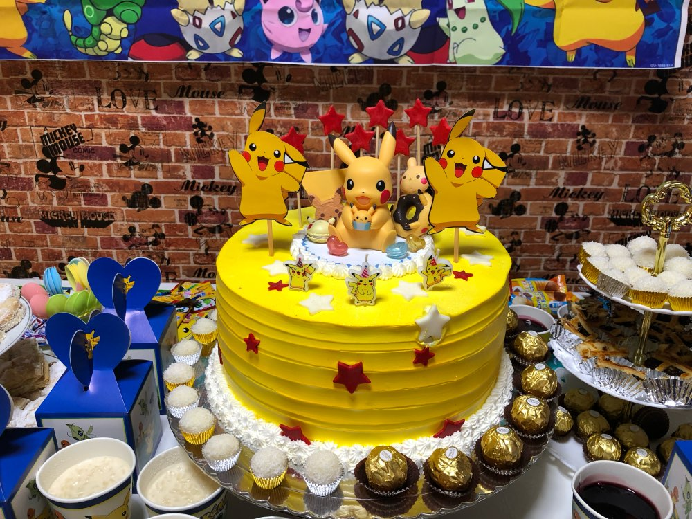 Pikachu cake topper made of PVC (Banpresto) Original ...